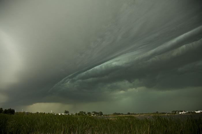 Shelf cloud forms in Matteson, IL near Chicago.