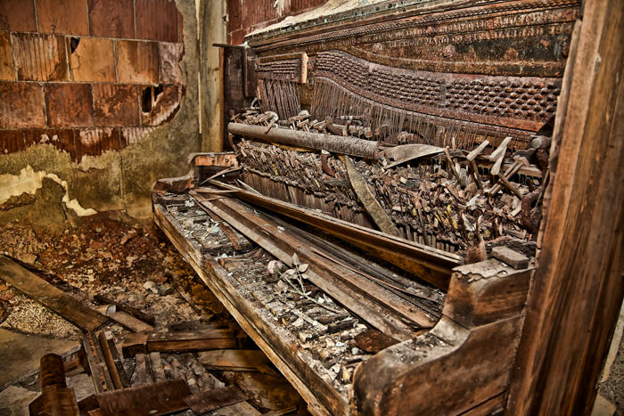 Old Rusty Piano – Urban Exploration