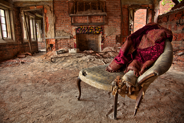 Old Chair Blanket – Urban Exploration