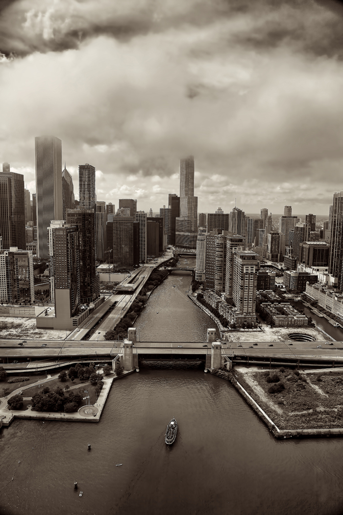 Aerial photo of Chicago overlooking the Chicago River